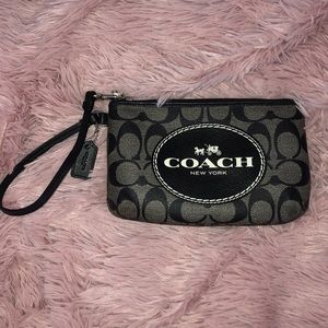 NEVER USED Coach Wristlet🌟